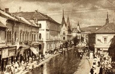 Strada Regele Ferdinand în 1953; strada Cotului, paralelă cu Regele Ferdinand era în spatele clădirii din dreapta (sursa: www.istorielocala.ro)